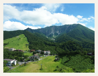 A town replete with sightseeing spots at the foot of the famous Daisen